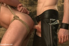 Sebastian Keys - Dockworker gets taken down and fucked by a leather dom (Thumb 09)