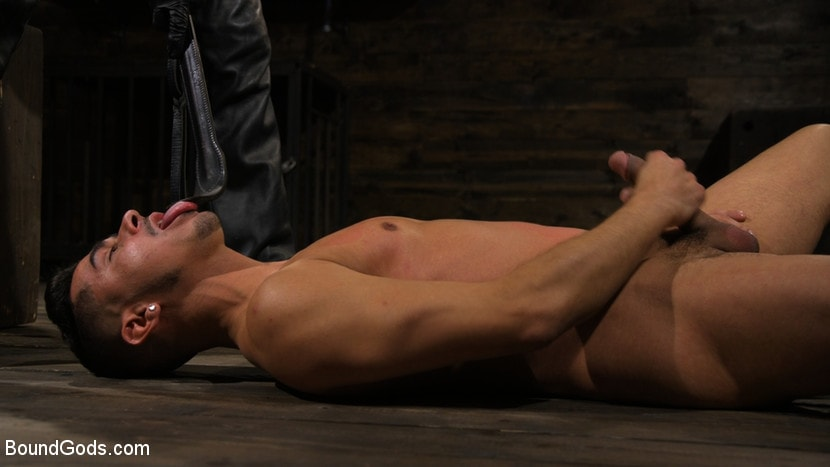 Kink Men 'New Slave Cesar Xes petitions the House' starring Sebastian Keys (photo 4)