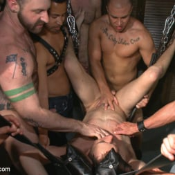 Aleks Buldocek in 'Kink Men' Giant cock whored out to the horny public (Thumbnail 1)