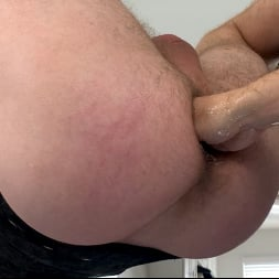 Alex Hawk in 'Kink Men' Gym Hookup: Newcomer Luke Hudson Fists Alex Hawk (Thumbnail 26)