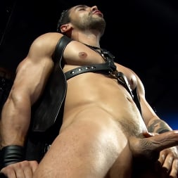 Arad Winwin in 'Kink Men' The Return of Arad: Arad Winwin and Lucas Leon, RAW (Thumbnail 19)