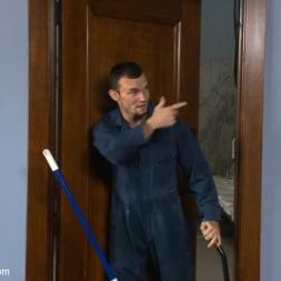 Axel Flint in 'Kink Men' Hot janitor endures relentless edging at an airport restroom (Thumbnail 1)