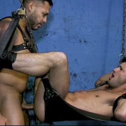 Casey Everett in 'Kink Men' Hot Stuff: Viktor Rom Visser Stuffs Casey Everett's Ass RAW (Thumbnail 11)