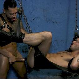 Casey Everett in 'Kink Men' Hot Stuff: Viktor Rom Visser Stuffs Casey Everett's Ass RAW (Thumbnail 18)
