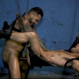 Casey Everett in 'Kink Men' Hot Stuff: Viktor Rom Visser Stuffs Casey Everett's Ass RAW (Thumbnail 25)