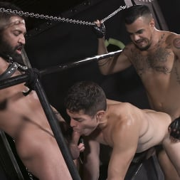 Cazden Hunter in 'Kink Men' Wants Cock In His Hungry Pig Hole RAW (Thumbnail 15)