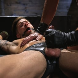 Dominic Pacifico in 'Kink Men' Submissive Stud Casey Everett gets Tied Up and Machine Fucked by a God (Thumbnail 12)