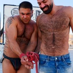 Draven Navarro in 'Kink Men' Desert Captive: Ricky Larkin Fucks Draven Navarro Raw (Thumbnail 2)