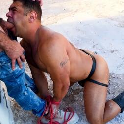 Draven Navarro in 'Kink Men' Desert Captive: Ricky Larkin Fucks Draven Navarro Raw (Thumbnail 5)