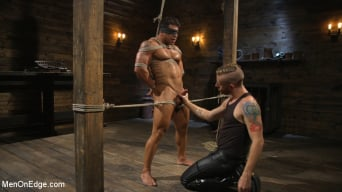Draven Navarro in 'Muscle Stud Draven Navarro Gets His Big Cock Sucked and Edged'
