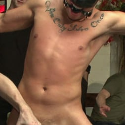 Eli Hunter in 'Kink Men' Hot art thief with a big cock beaten and fucked into submission (Thumbnail 8)