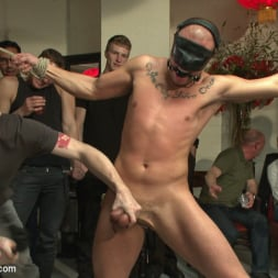 Eli Hunter in 'Kink Men' Hot art thief with a big cock beaten and fucked into submission (Thumbnail 16)