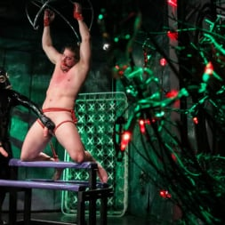 Pierce Paris in 'Kink Men' Straight Stud Bound and Terrorized to Relive HOLIDAY HORROR Abduction (Thumbnail 7)